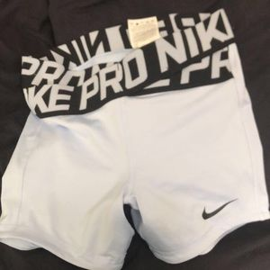 "Nike Pro Intertwist Short- XS- 5"" light blue"